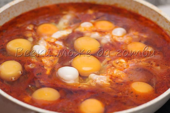 yaitsa v domaten sos