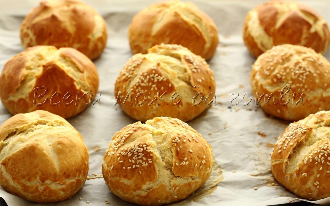 Така се правят прочутите баварски хлебчета (тестото е подходящо и за бретцели)