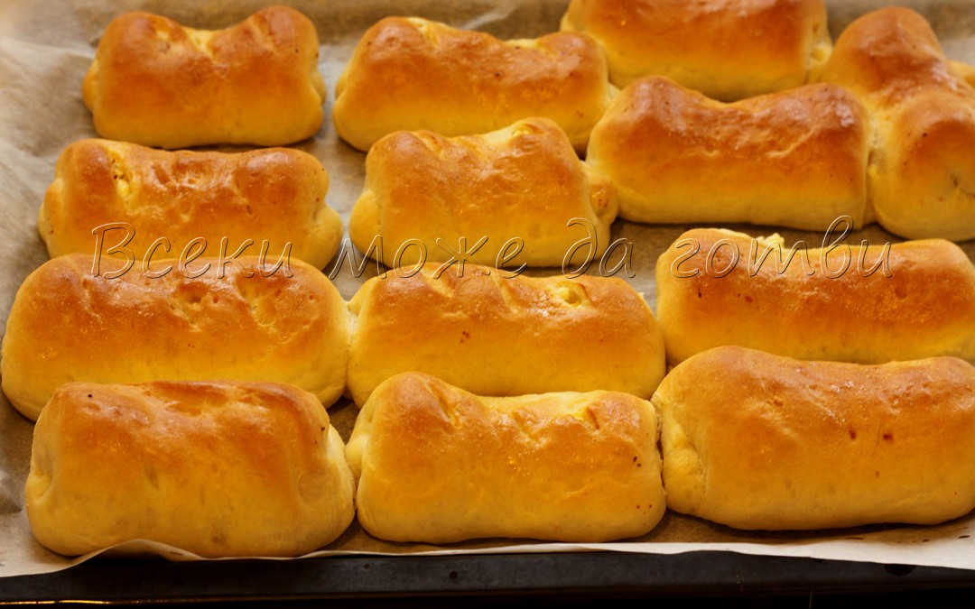 Пухкави малки хлебчета със сирене и прясно мляко