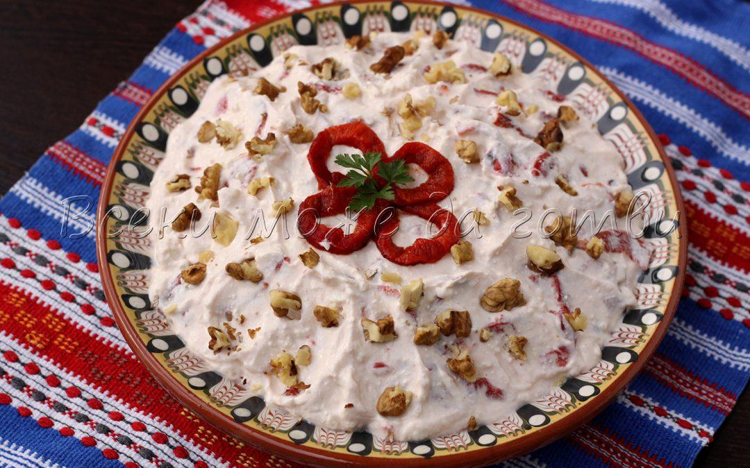 Ето така се прави вкусен катък с печени чушки и орехи – бърза рецепта!