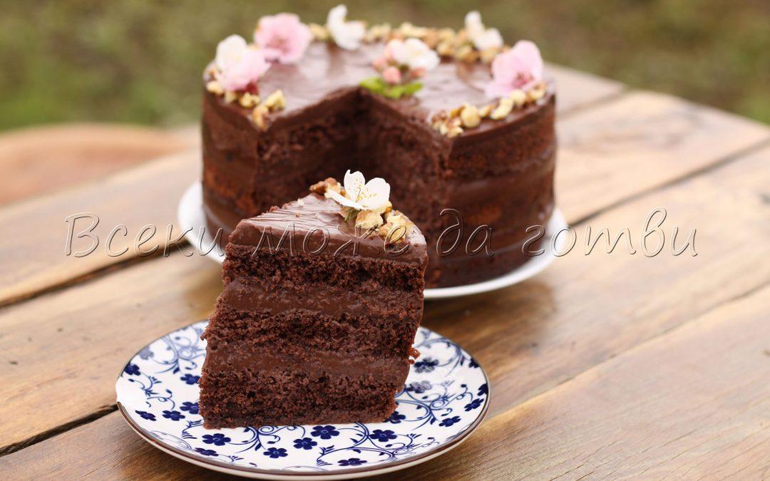 Винаги сполучлива и сочна шоколадова торта (с минимален брой продукти)