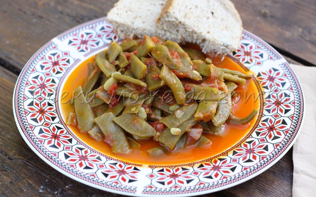 Зелен фасул с доматен сос – ястие с 3 основни съставки