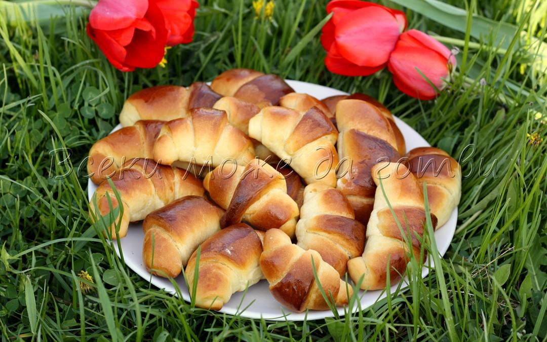 Рецепта №1 за Великден: Пухкави козуначени кифлички, които се приготвят лесно