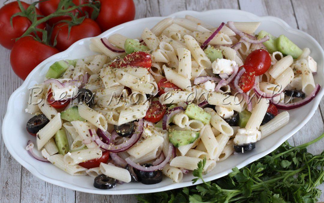 Бърза и здравословна салата с макарони и чери домати