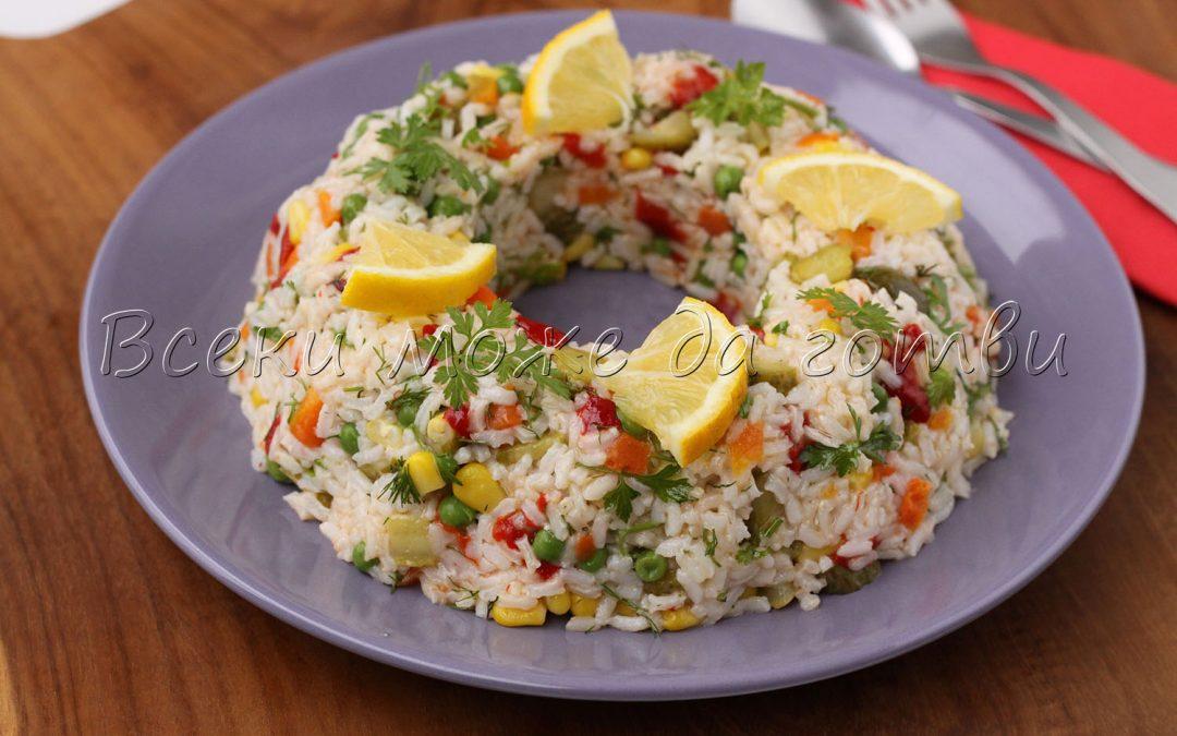 """Празнична салата """"Коледен венец"""" с ориз и зеленчуци – лесна и бърза рецепта"""